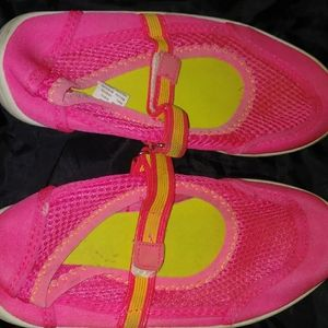 Girls pink amd yellow water shoes size 13